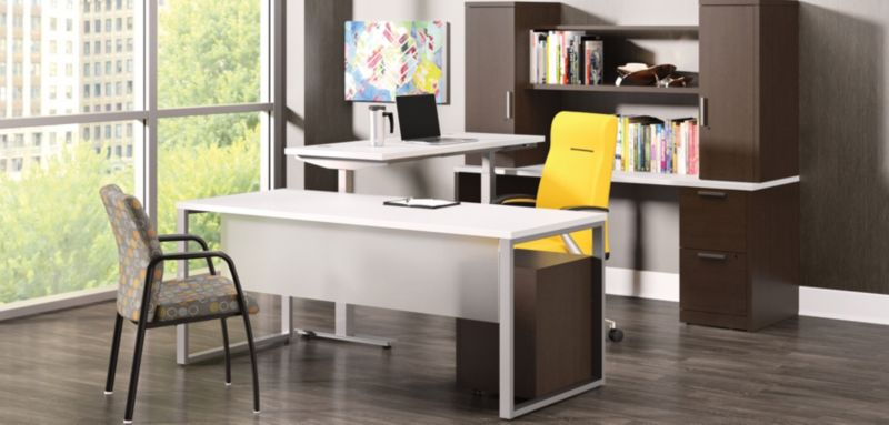 10500 Series Office with Adjustable Height Desks