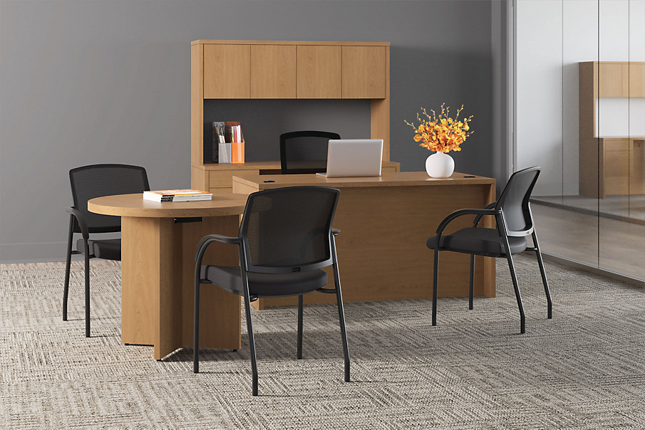 10500 Series Desk with Lota Chairs