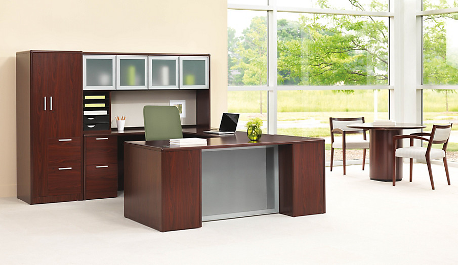 10700 Series desk with Cambia and Nucleus Chairs