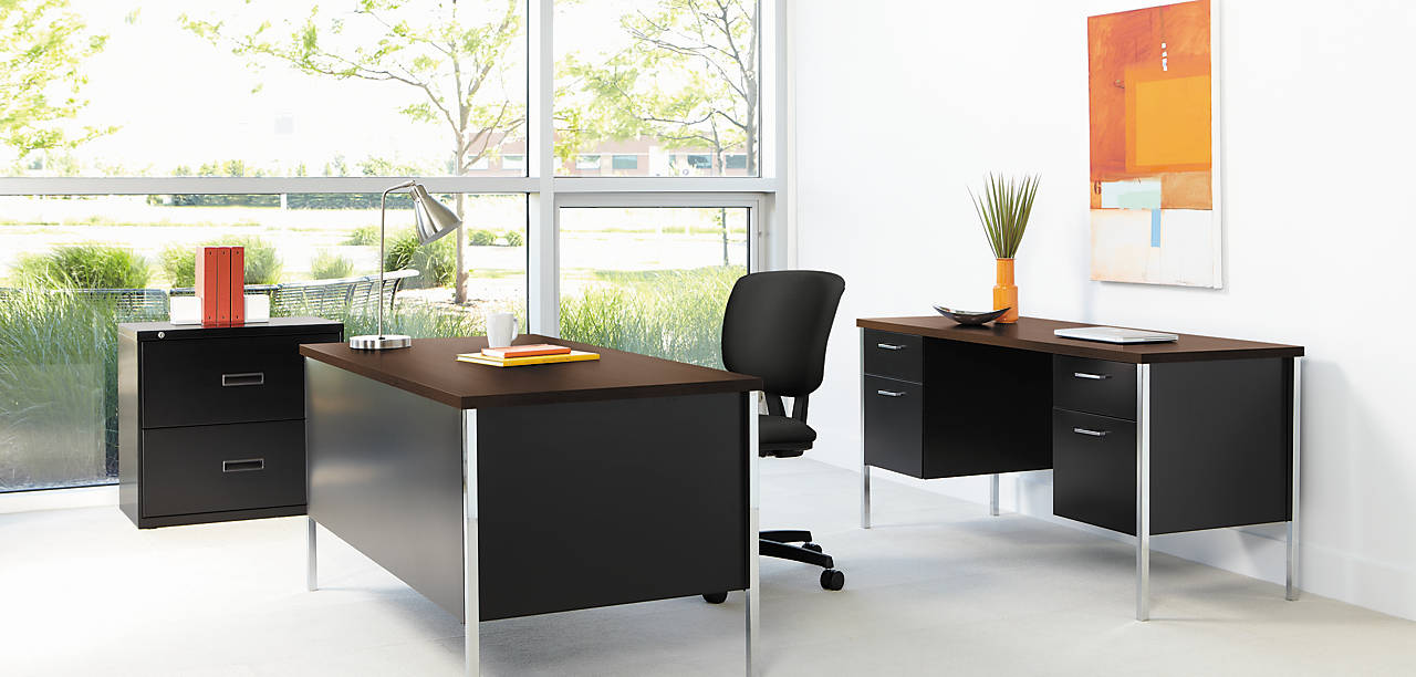 34000 Series Classic Steel Desk