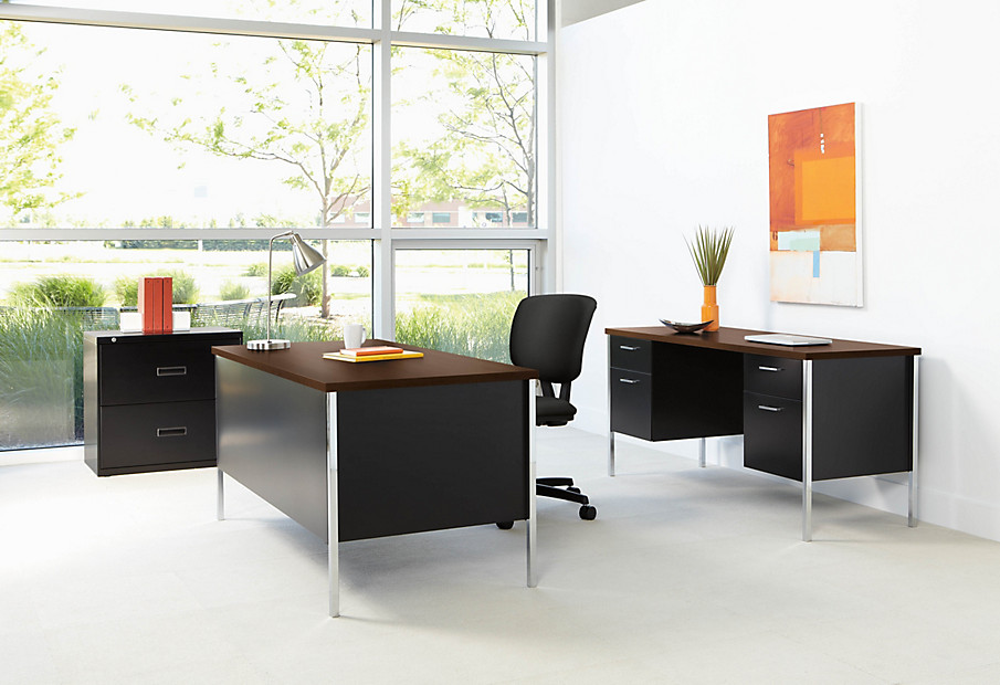 Volt Chair with 34000 Series Desk