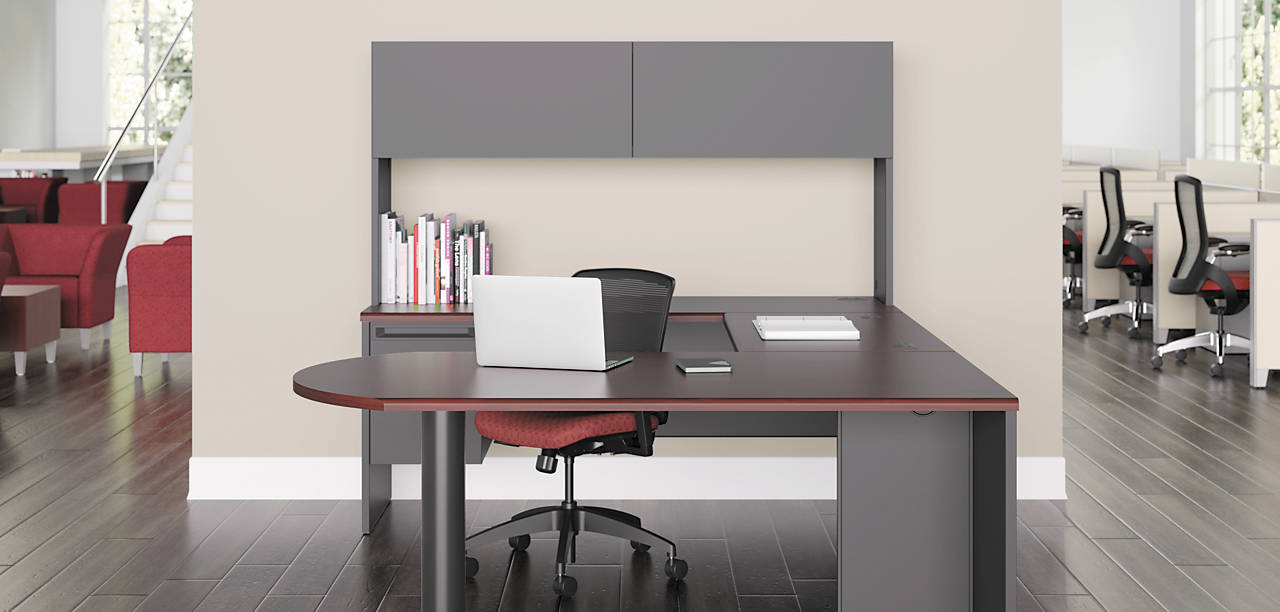 38000 Series U Shaped Desk with Quotient Chair