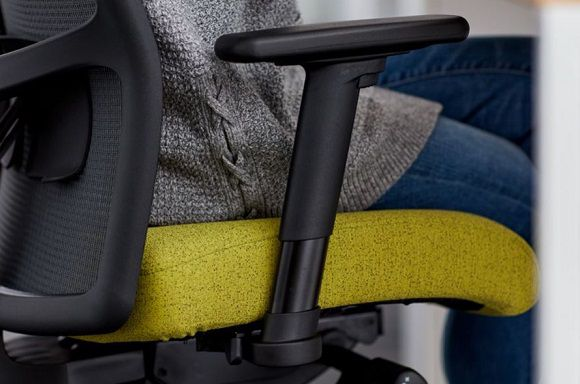 Person sitting in Ignition task chair with T-black frame