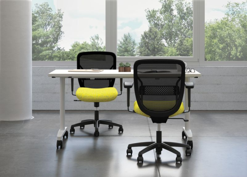 Gateway Task Chairs with Huddle Table