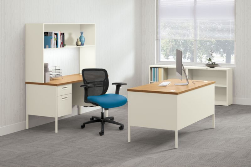Metro Wood and Metal Desk with Gateway office chair