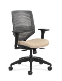 HON Solve Mid-Back Task Chair with ReActiv Back Beige Adjustable Arms Front Side View HSLVMR.Y1.A.H.PT.COMP22.BL.SB