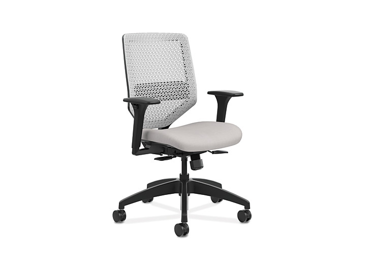 HON Solve Mid-Back Task Chair with ReActiv Back White Adjustable Arms Front Side View HSLVMR.Y1.A.H.PT.COMP19.BL.SB