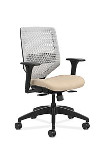 HON Solve Mid-Back Task Chair with ReActiv Back Beige Adjustable Arms Front Side View HSLVMR.Y1.A.H.PT.COMP22.BL.SB