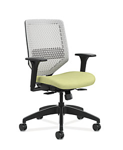 HON Solve Mid-Back Task Chair with ReActiv Back Green Adjustable Arms Front Side View HSLVMR.Y1.A.H.PT.COMP82.BL.SB