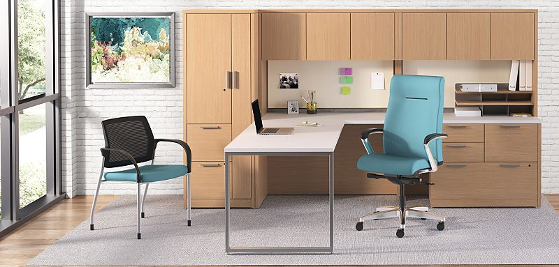 10500 Series Office with Workwall with Ignition Chairs