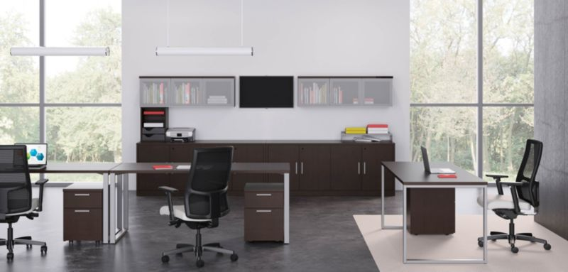 10500 Series Desks in an Open Office Environment
