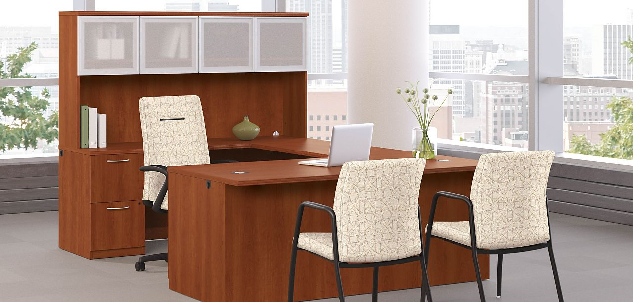 Park Avenue Desk With Executive Chair And Conference Chairs