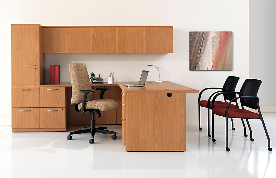 Park Avenue Desk with Ignition Chairs