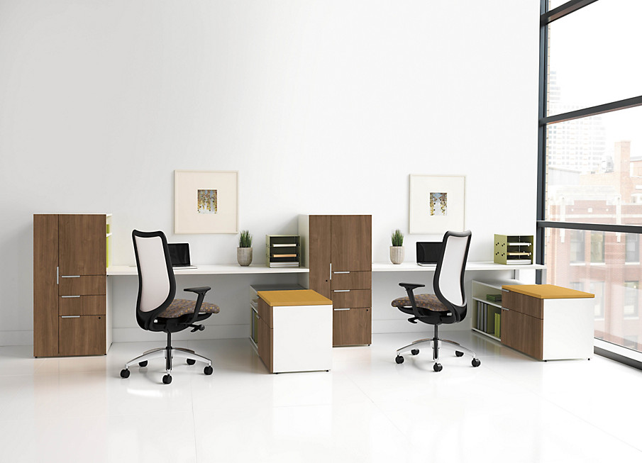 Voi Desk Touchdown station with Nucleus Chairs