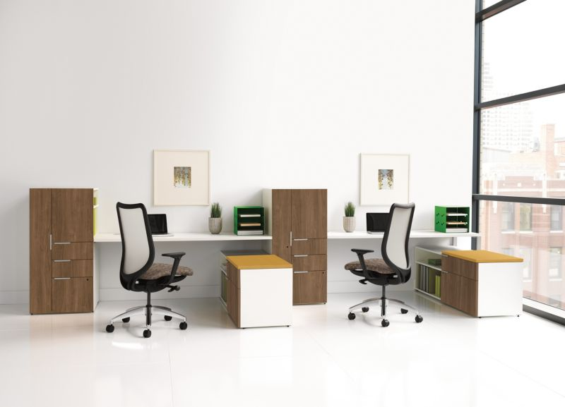 Voi Desks with Nucleus touchdown stations in pinnacle