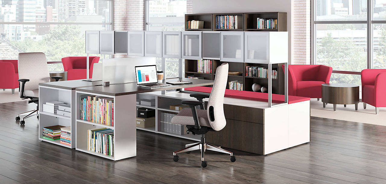 Voi Desk Solution with Flock Chairs