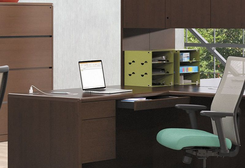 10700 desk with center drawer, Ignition task chair